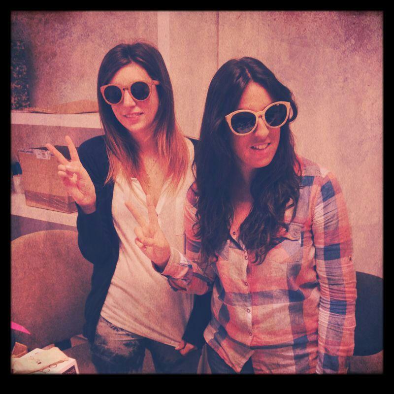 Alejandra Casal y Ana de la Vega con gafas Ribot
