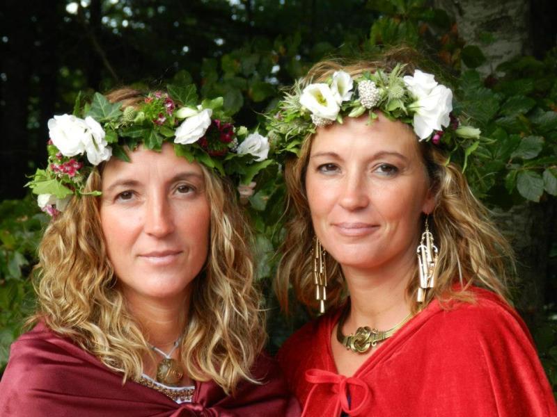 Tere y Rosi Nevado en una boda celta